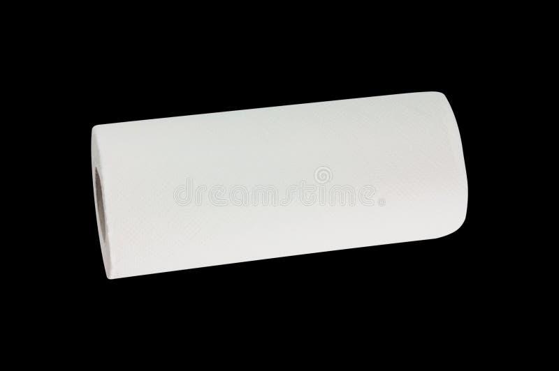 Één volledig broodje van wit zacht keukenrol of document voor toilet dat op zwarte achtergrond wordt geïsoleerd Hoogste mening stock fotografie