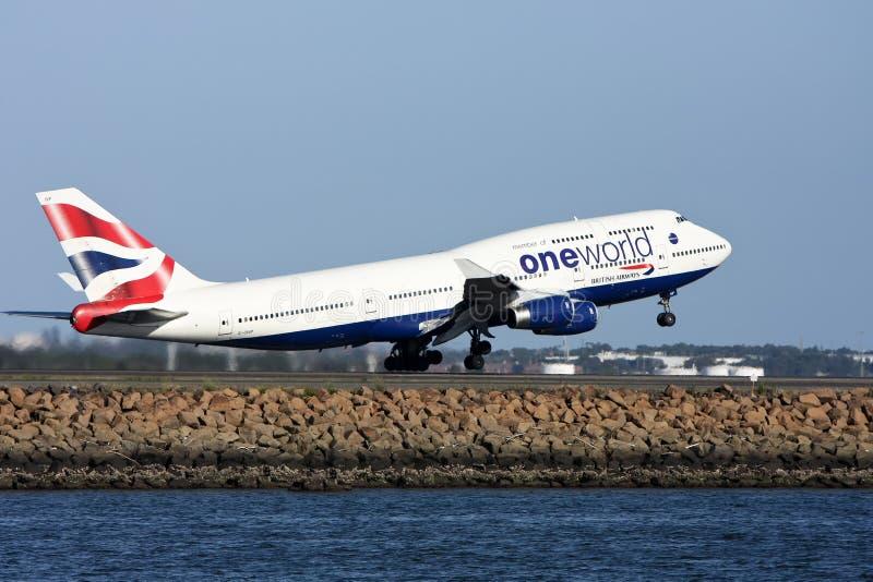 Één Wereld British Airways dat Boeing 747 opstijgt. royalty-vrije stock foto's