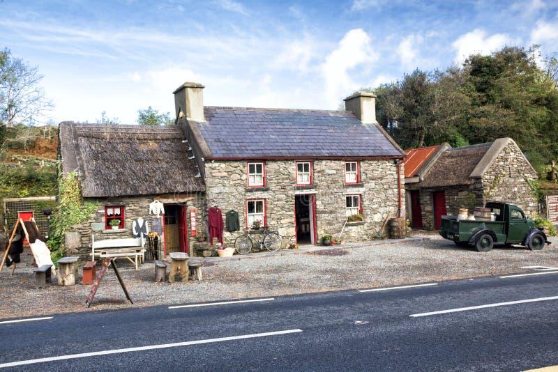 200 éénjarigenplattelandshuisje, Kerry, Ierland royalty-vrije stock afbeelding