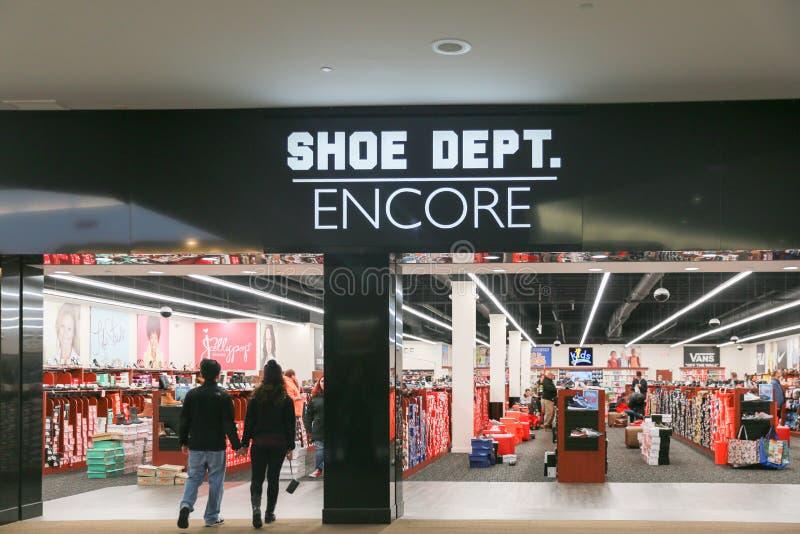 鞋子DEPT 再来一次店面 免版税库存照片