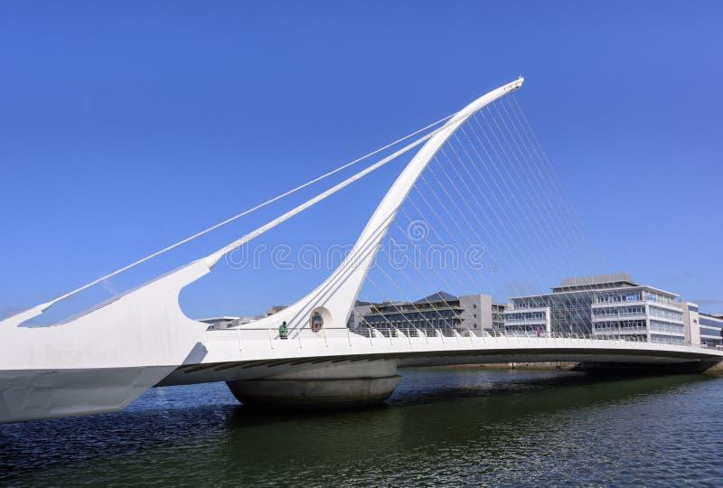 都伯林爱尔兰- 2018年8月25日:横跨利菲河的塞缪尔・贝克特桥梁 库存照片