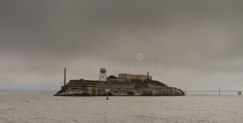 阿尔卡特拉斯岛监狱和海岛,旧金山湾 免版税库存图片