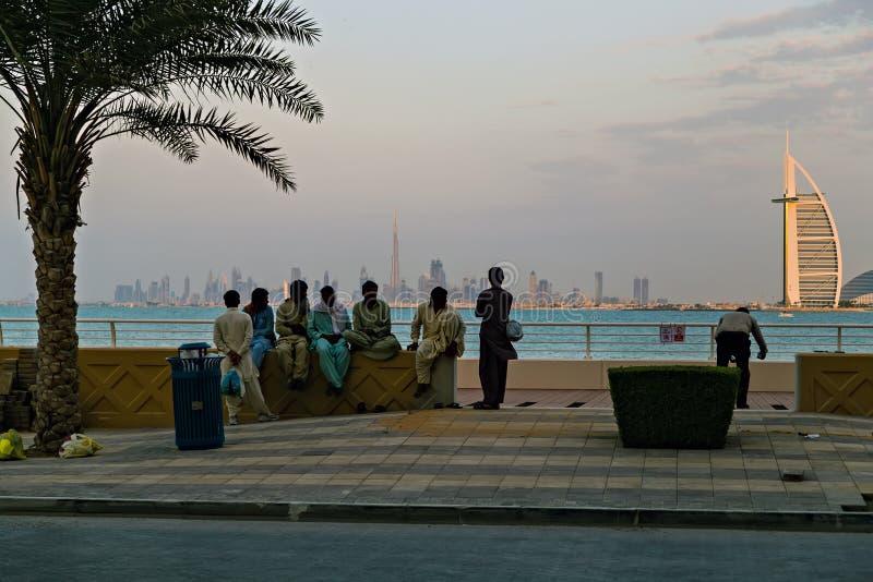 阿拉伯塔旅馆在黄昏,阿拉伯联合酋长国的迪拜地平线 免版税图库摄影