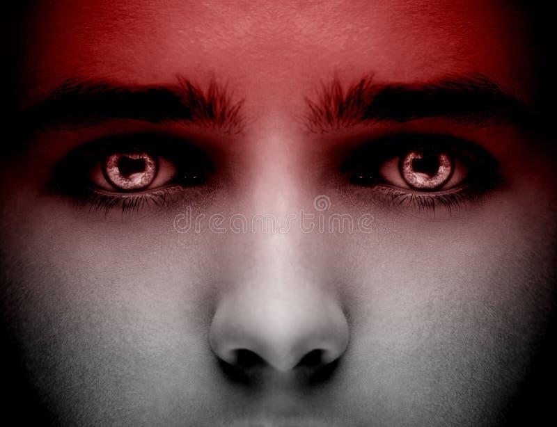邪恶的黑外籍人吸血鬼或蛇神眼睛 关闭射击 库存图片
