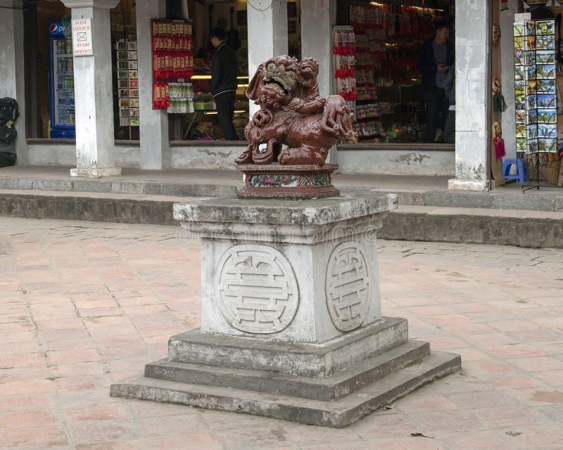 邪魔雕象,第4个庭院,文学,河内越南寺庙  免版税图库摄影