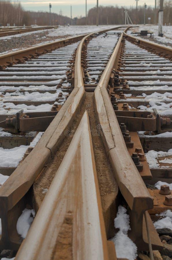 铁路轨道的交叉点以箭头的形式 图库摄影