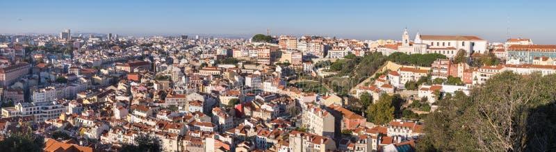 里斯本红色屋顶美好的全景鸟瞰图  葡萄牙 免版税库存照片