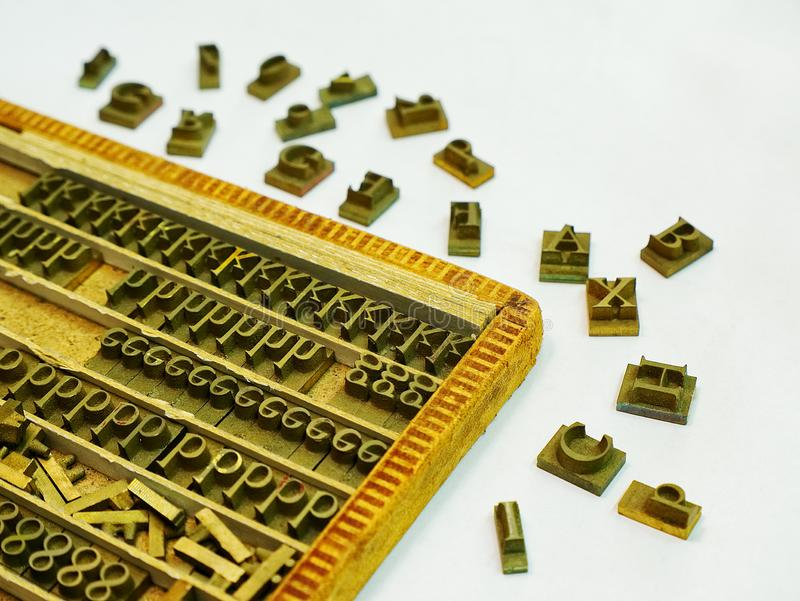 金属新闻打印信件模子成套工具 库存图片