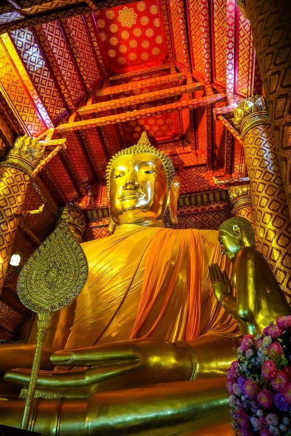 金菩萨雕象,Wat Phanan Choeng,阿尤特拉利夫雷斯,泰国 免版税库存图片