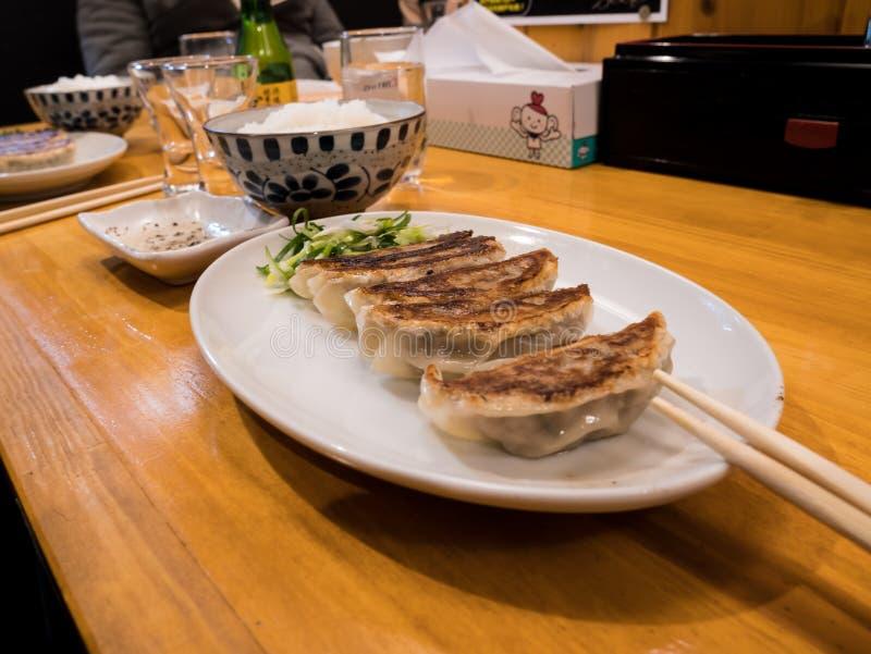 金黄大蒜饺子 免版税图库摄影