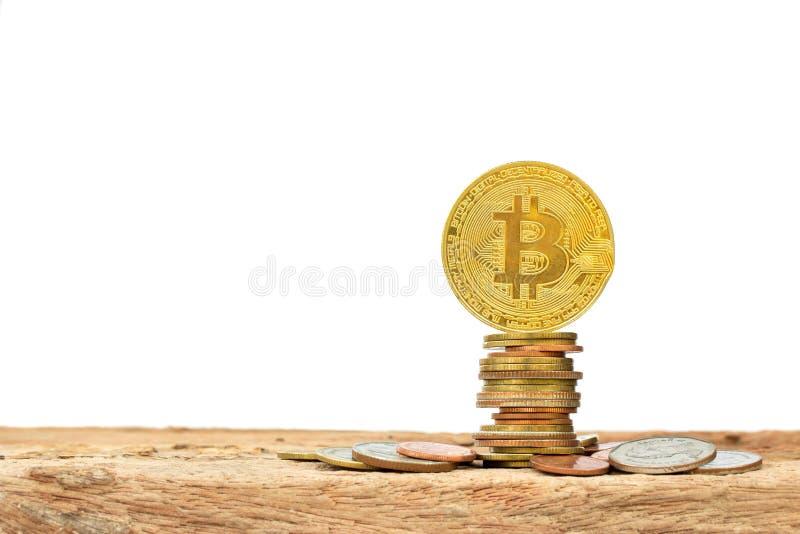 金黄Bitcoins和硬币堆 库存照片