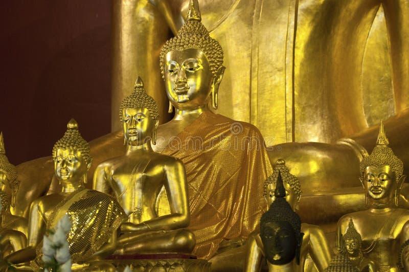 金黄Buddhas,Wat Phra辛哈,清迈,泰国 免版税库存图片