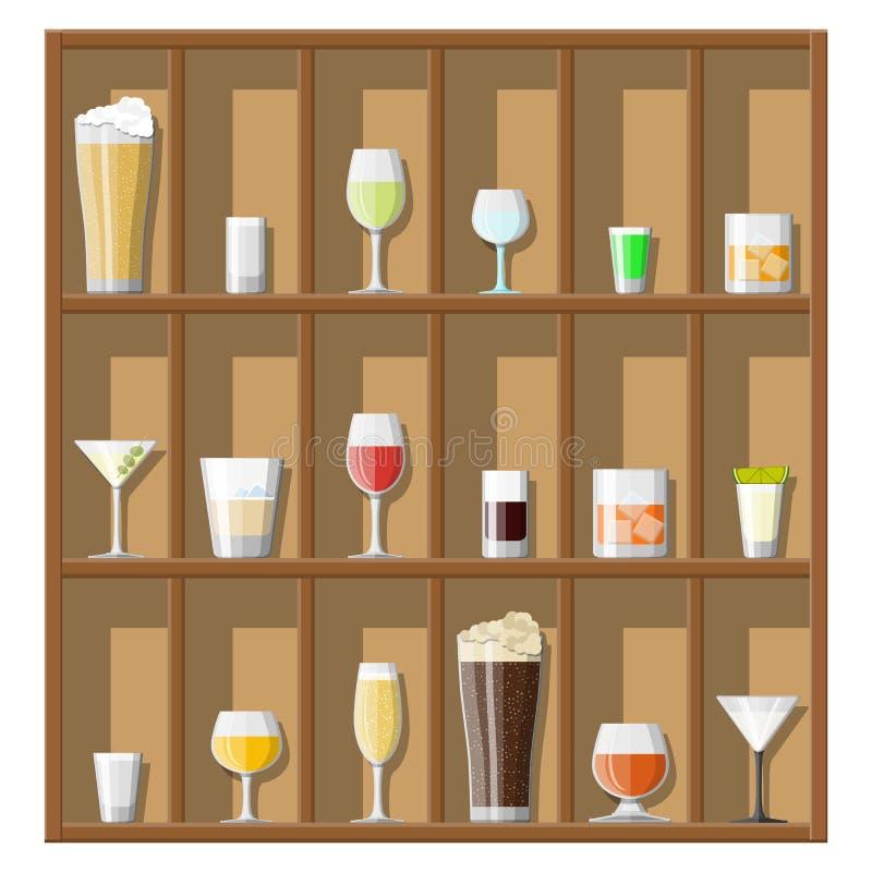酒精喝在玻璃的汇集 皇族释放例证