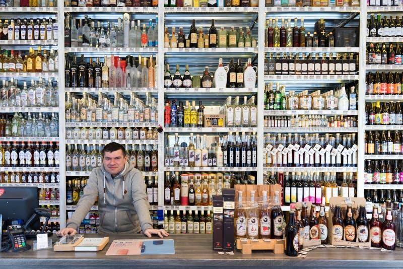 酒精零售店在波兰 库存照片