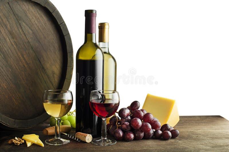 酒瓶和食物在白色背景 库存照片
