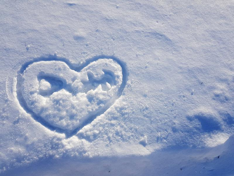 雪盖和心脏美好的纹理  库存图片