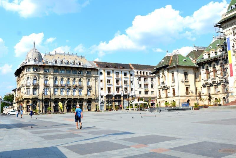 集市广场 典型的都市风景在村庄克拉约瓦,罗马尼亚 免版税库存图片