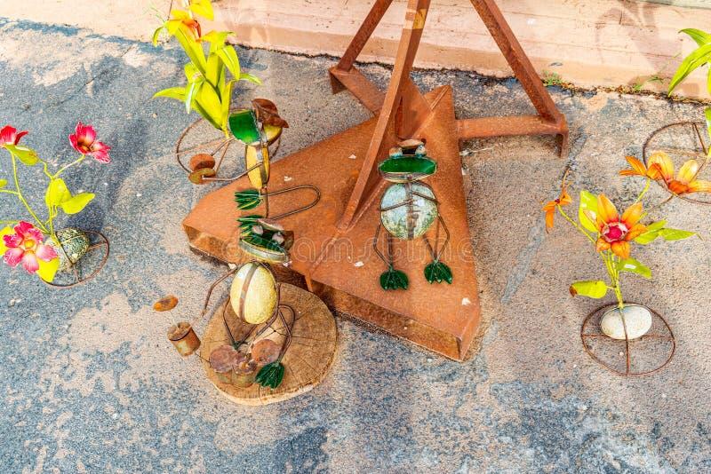 雕象,铁金属制品雕塑在咖啡馆Stones&More附近的在亚利桑那 库存图片