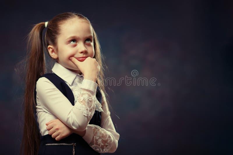 逗人喜爱的白种人基本的女小学生身体画象 颜色口气 库存照片