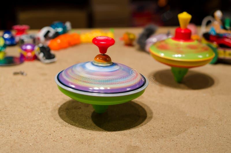 陀螺玩具在市场上 库存图片