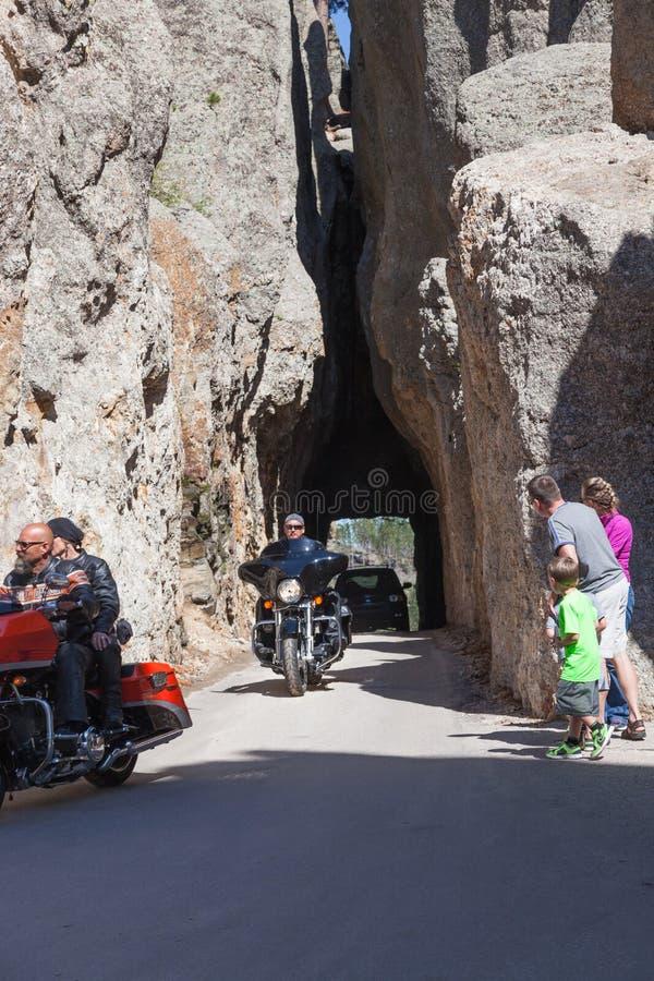针注视有交通的隧道 免版税库存照片