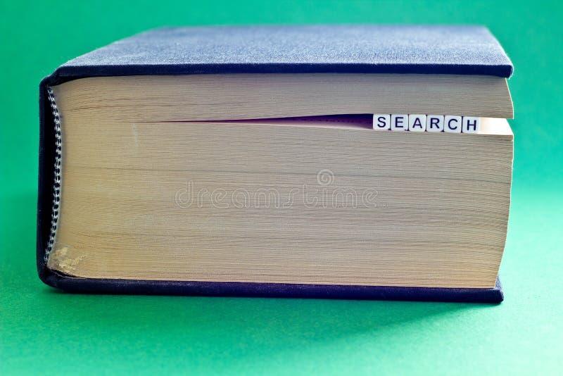 É livro com busca da palavra foto de stock