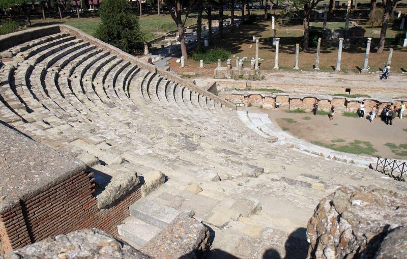 Ruínas de Amfitheatre em Ostia Antica, Italia imagem de stock