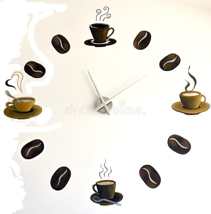 É sempre a hora para o café pulso de disparo de parede pintado com feijões e copos de café imagens de stock royalty free