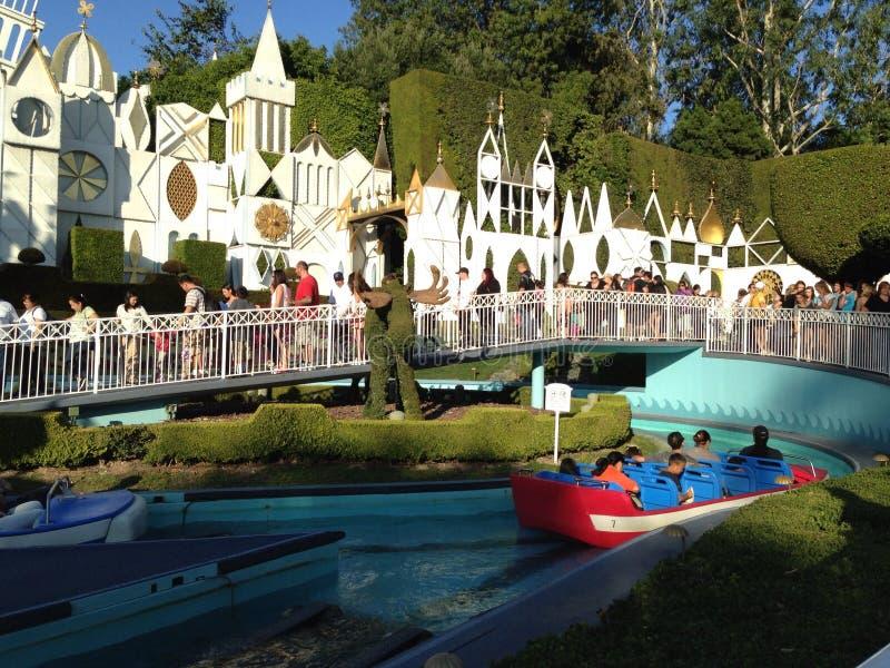 É um passeio pequeno do mundo em Disneylândia, Califórnia fotos de stock royalty free