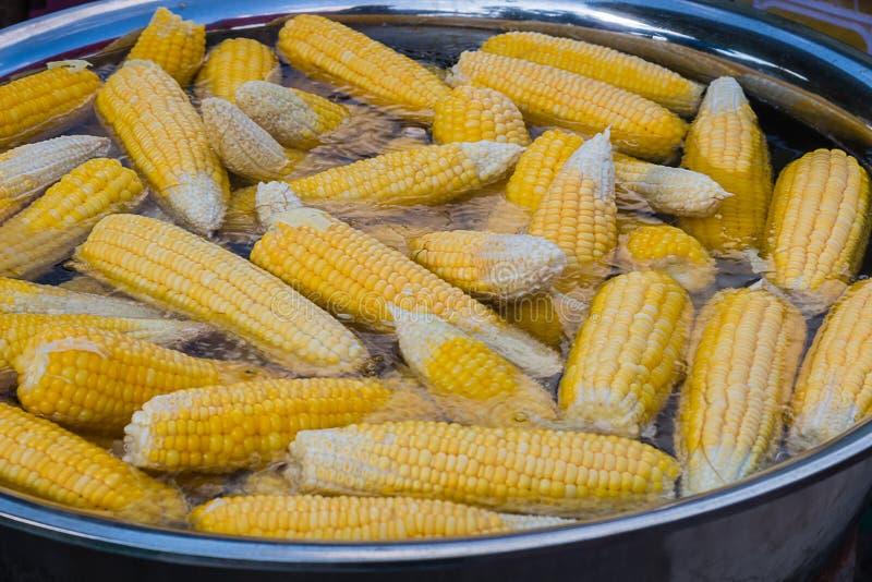 Ébullition de maïs photos stock