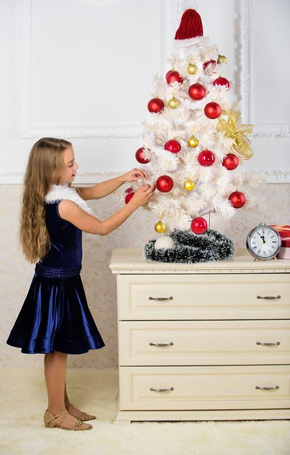 Écartez l'acclamation de Noël Enfant heureux parce que la saison des vacances arrive Concept de vacances d'hiver Époque très spéc photographie stock