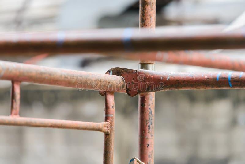 Échafaudage dans la construction bride et pièces de tuyau d'échafaudage photographie stock libre de droits