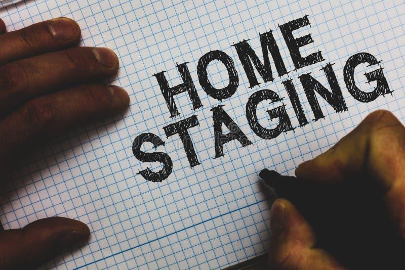 Échafaudage de maison des textes d'écriture Acte de signification de concept de préparer une résidence privée pour la vente chez  photos libres de droits