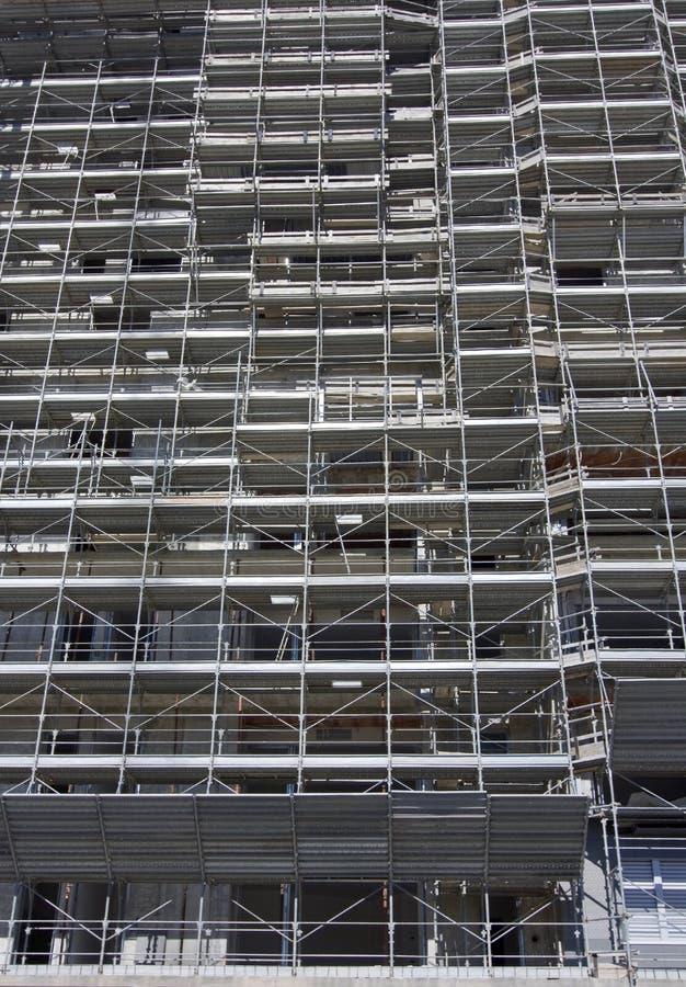 Échafaudage sur un chantier de construction photos stock