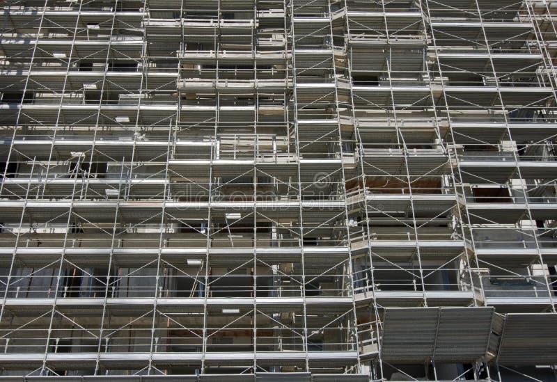 Échafaudage sur un chantier de construction photographie stock