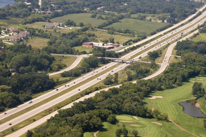 Échange d'un état à un autre d'autoroute automatique de vue aérienne images stock