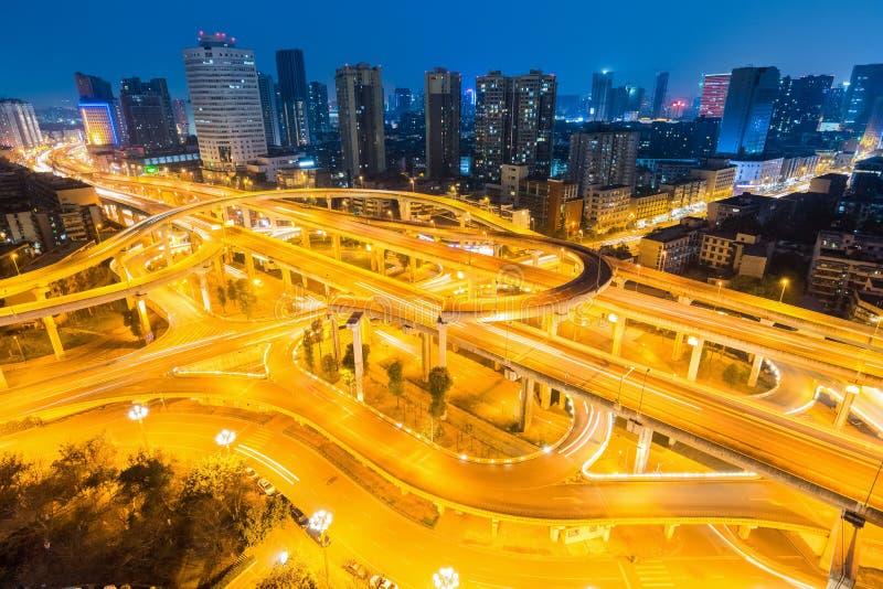 Échange de ville à Chengdu la nuit photographie stock libre de droits