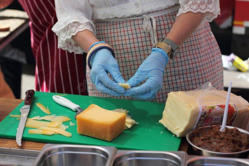 Échantillon découpé en tranches de fromage photographie stock libre de droits