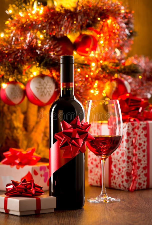 Échantillon de vin avec l'arbre de Noël photos stock