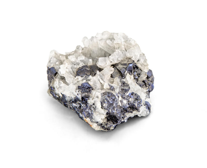 Échantillon minéral de minerai métallique de galène un minerai de terre rare du zinc et de l'avance d'isolement sur le blanc avec image stock