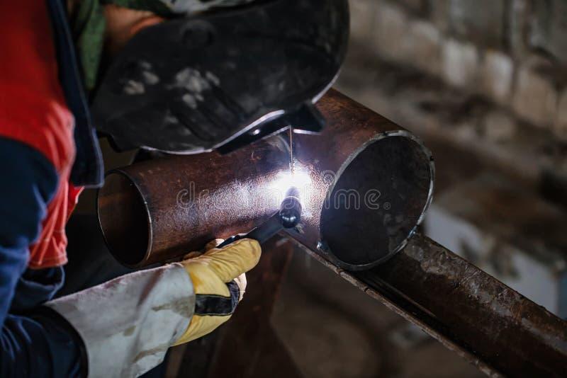 Échantillon témoin de soudure à l'arc électrique d'argon des tuyaux d'acier au carbone images libres de droits