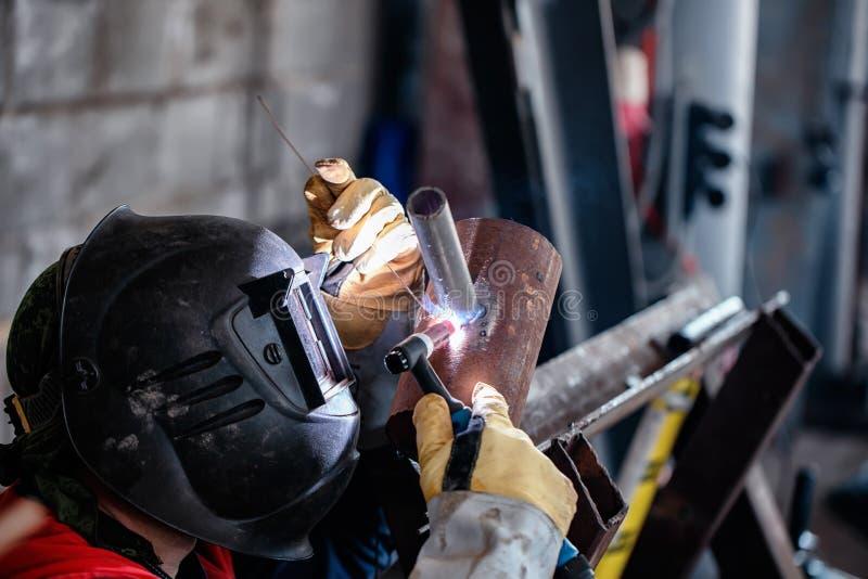 Échantillon témoin de soudure à l'arc électrique d'argon des tuyaux d'acier au carbone photographie stock libre de droits