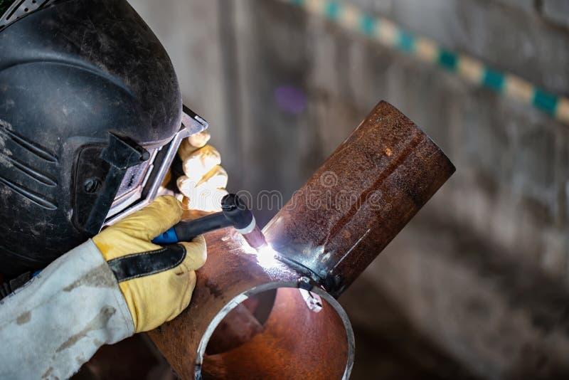 Échantillon témoin de soudure à l'arc électrique d'argon des tuyaux d'acier au carbone image stock