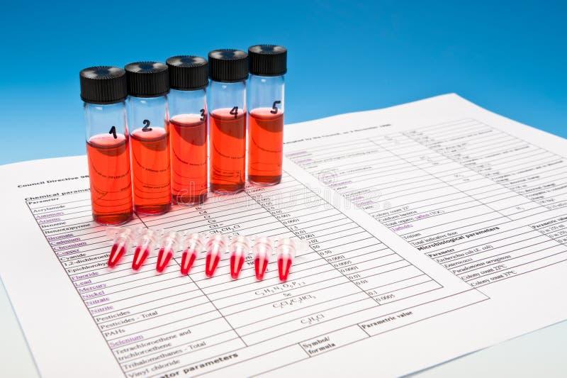 Biologique ou composés chimiques à examiner photographie stock