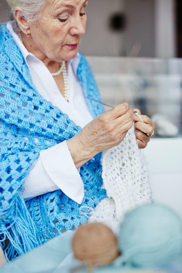 Écharpe de tricotage photo libre de droits