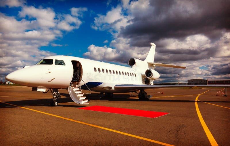 Échelle dans un avion à réaction privé image libre de droits