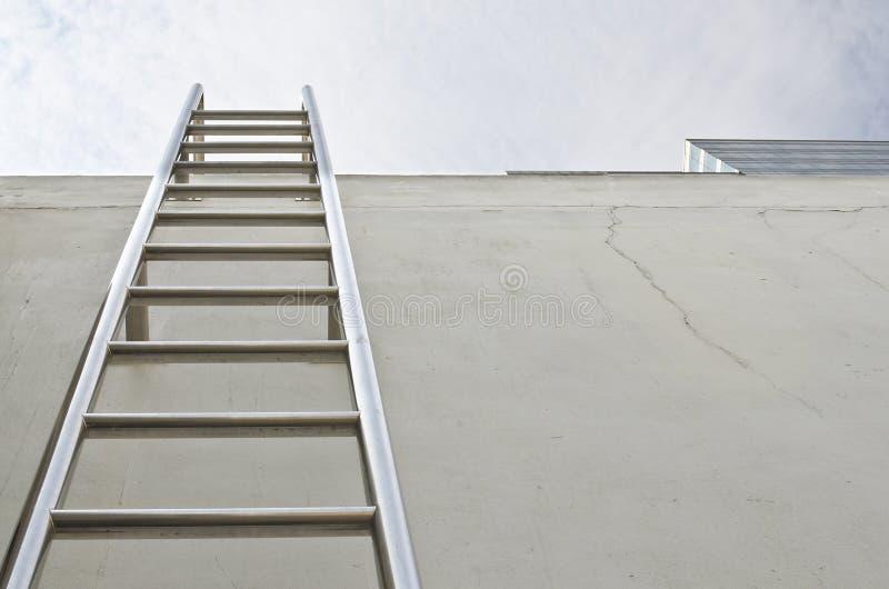 Échelle de toit image stock