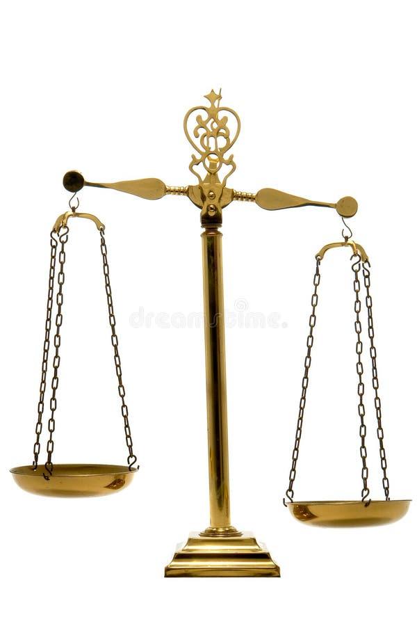 Échelle en laiton d'équilibre de la justice et de la loi d'isolement    photo libre de droits