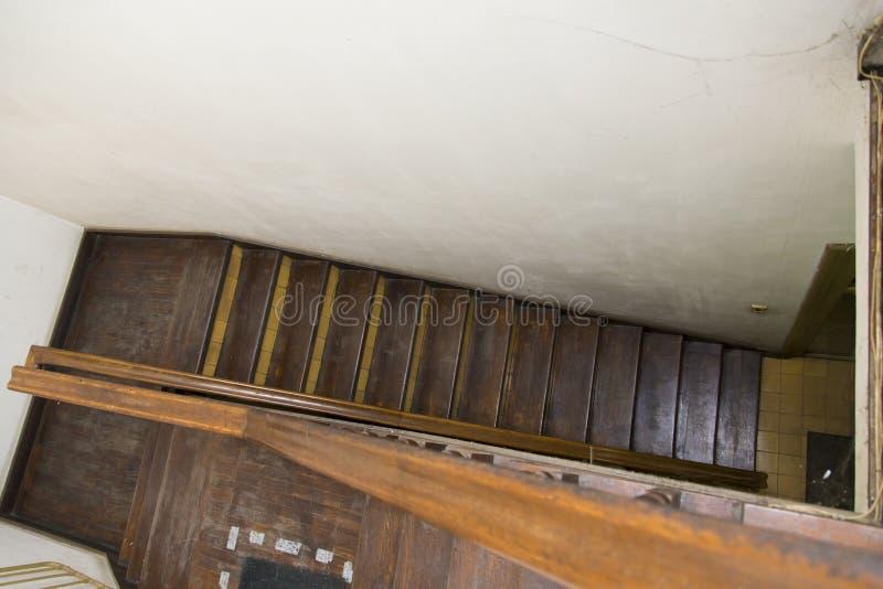 Échelle menant au plancher supérieur photographie stock libre de droits