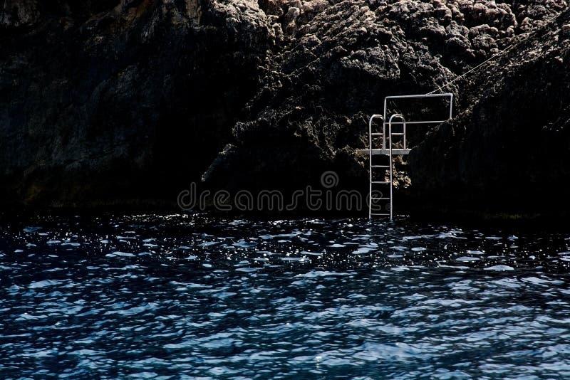 Échelle sur une falaise photos libres de droits